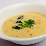 Soupe aux moules, pommes de terre et laitue de mer