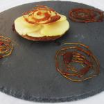 Tartelettes aux pommes cidrées et caramel au beurre salé sur sablé breton
