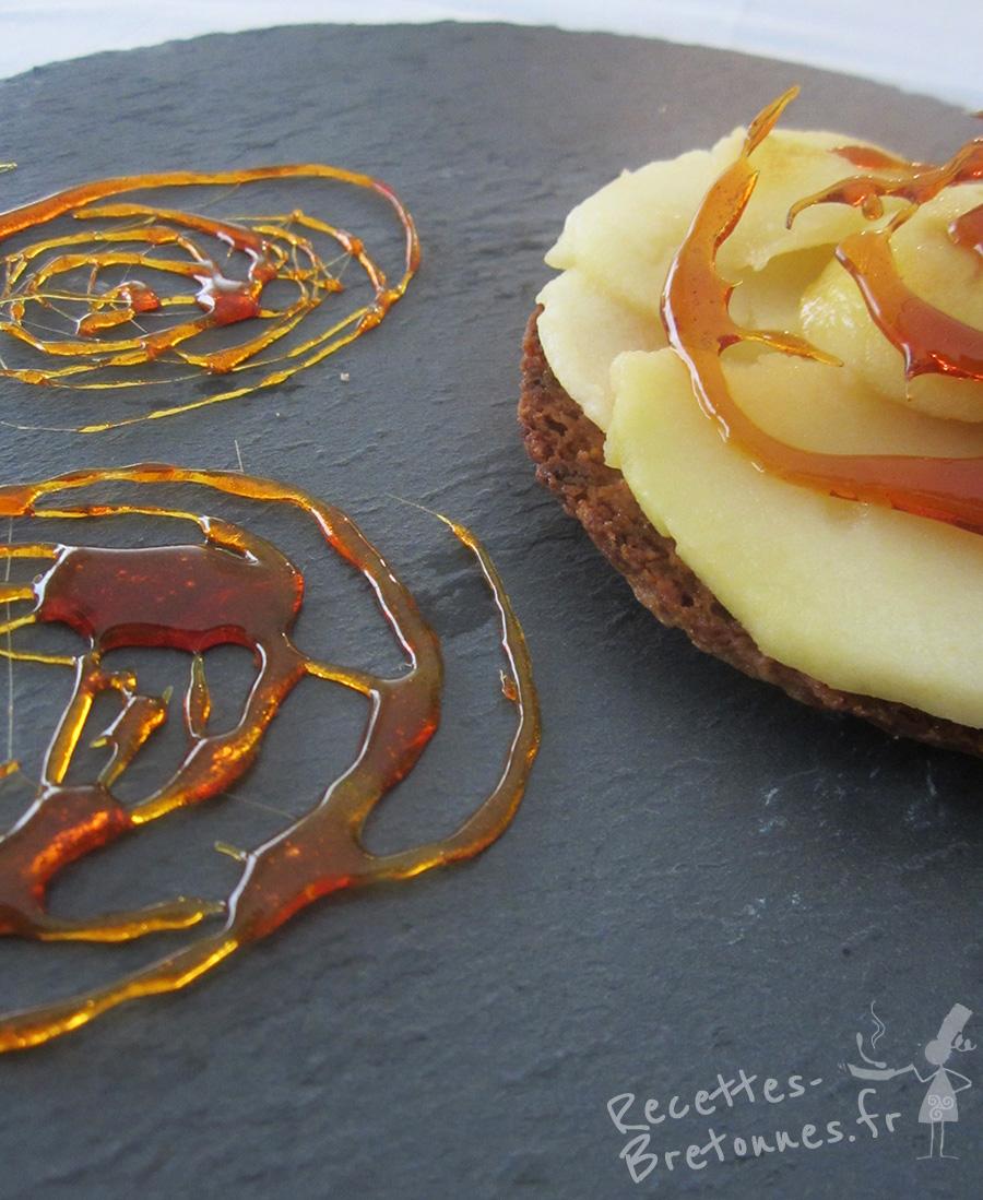 Tartelettes aux pommes cidr es et caramel au beurre sal sur sabl breton recettes bretonnes - Recette caramel beurre sale breton ...