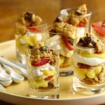 Verrines fraises/banane et palets bretons au chocolat